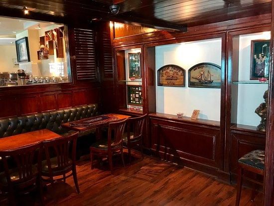 White Meadows - Manali: Lovely Bar area