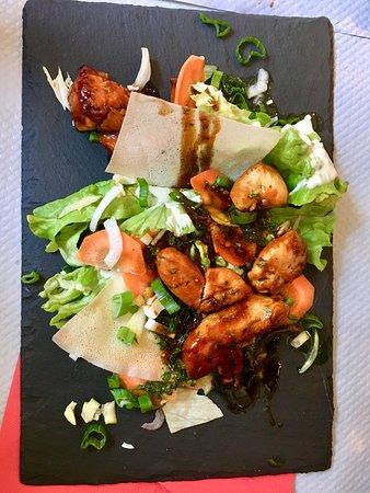 Chez 2 Amis: Petite salade verte et poulet sauté avec une sauce divine 🤤
