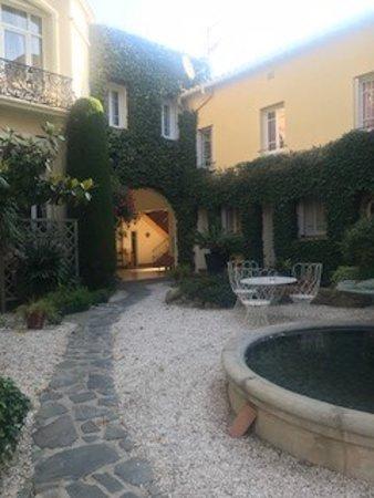 Hotel la Casa Pairal: Inside courtyard