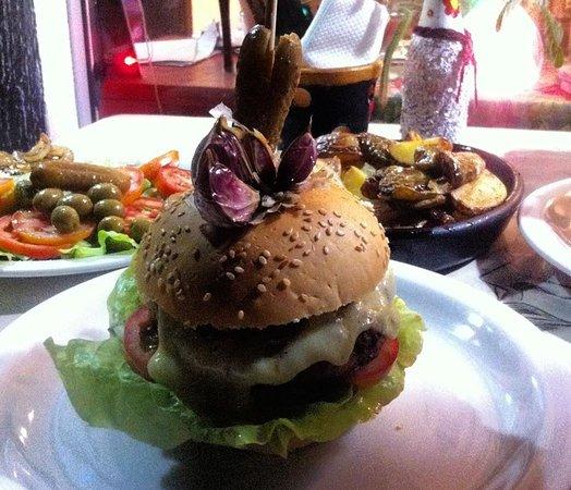 Nifu-Nifa Spanish Steakhouse: Nosso burguer Bob Marley...