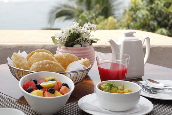 """""""The Tavern"""" at the Fort Tiracol Heritage Hotel: Breakfast at the tavern"""