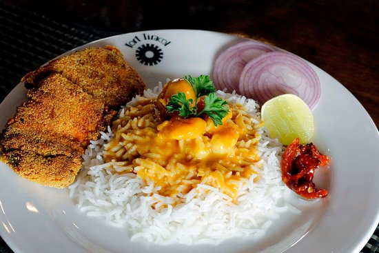 """""""The Tavern"""" at the Fort Tiracol Heritage Hotel: Fish Curry Rice"""