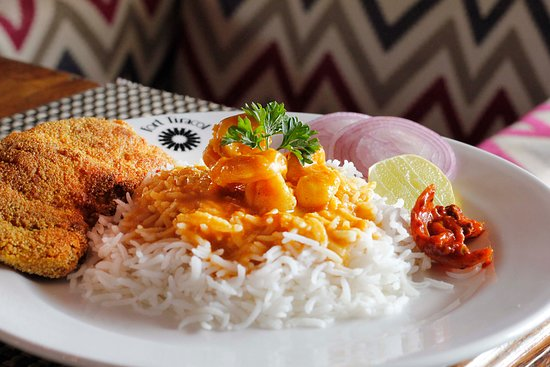 """The Tavern"" at the Fort Tiracol Heritage Hotel: Fish Curry Rice"