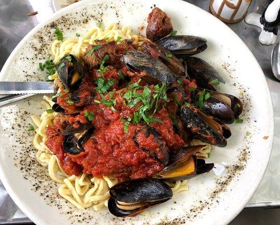 Cafe Miranda: Mussels & sausage marinara over pasta