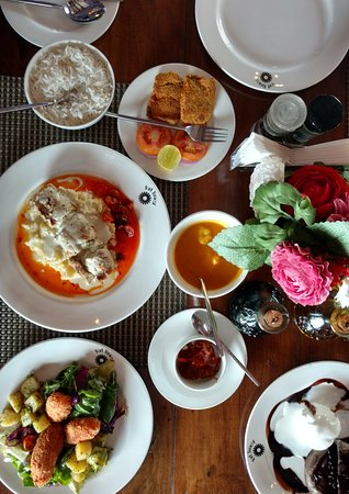 """""""The Tavern"""" at the Fort Tiracol Heritage Hotel: Breakfast spread"""