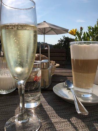 Hallenberg, Deutschland: Frühstück auf der Sonnenterrasse