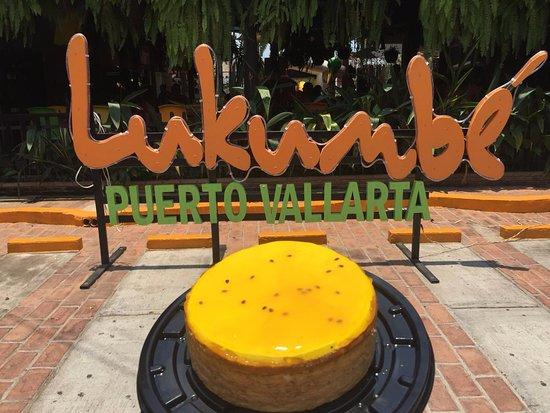 Lukumbe: Pastel de maracuyá para celebrar tu cumpleaños en restaurant café lukumbé puerto vallarta