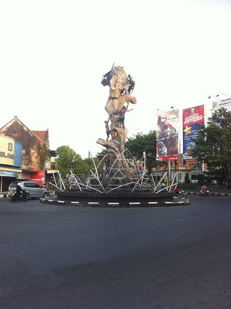 Bird's Nest Statue: Tugu Walet/Lawet/Bird's Nest Statue (3)