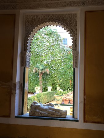 Casa de Pilatos: View of garden
