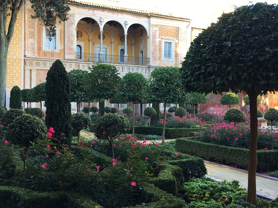Casa de Pilatos: Picture perfect garden
