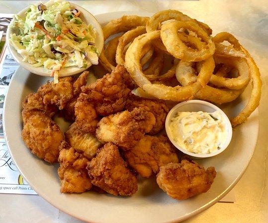 Waldoboro, ME: Seafood platter haddock & scallops