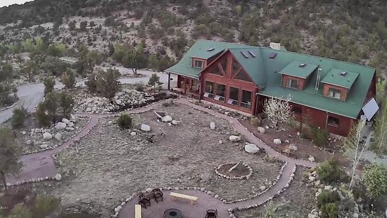 Buena Vista Riverside Lodge: Front with Fire Pit