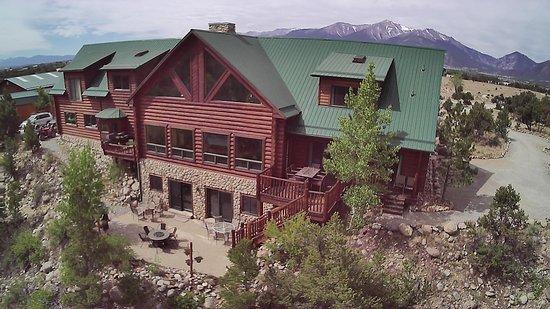 Buena Vista Riverside Lodge: Rear with Fire pit