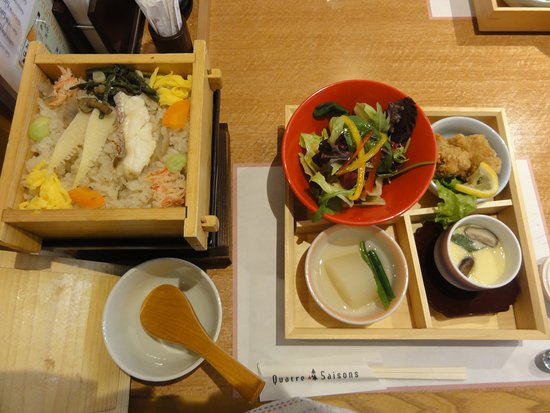 Restaurant Quatre Saisons: ランチセット、味噌汁、ドリンク付き
