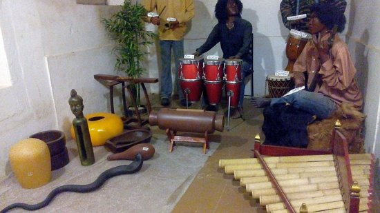 Melody World Wax Museum : African Musicians Team with original instruments