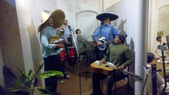 Melody World Wax Museum : Goan musicians with original instruments