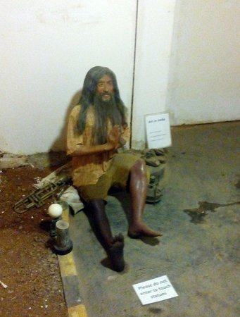 Melody World Wax Museum : A street side beggar
