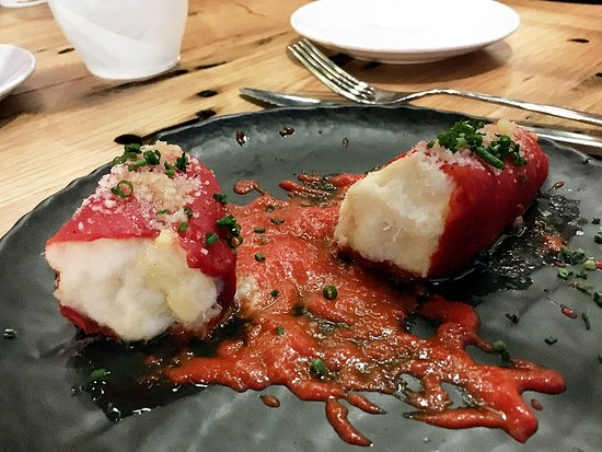 Albufera : 非常講究的紅甜椒包鱈魚