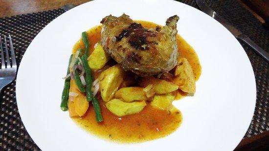 Ichumbi Gorilla Lodge: The main course- Chicken!