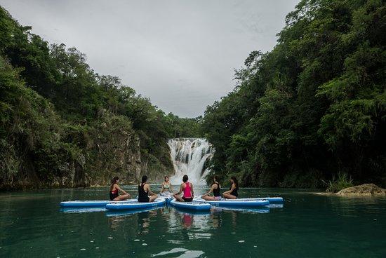 Huasteca Secreta Salto del Meco : Cascada El Meco - Actividad Yoga en el agua