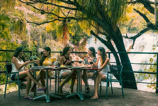 """Huasteca Secreta Salto del Meco : Restaurante """"El Mirador"""" con vista a la Cascada"""