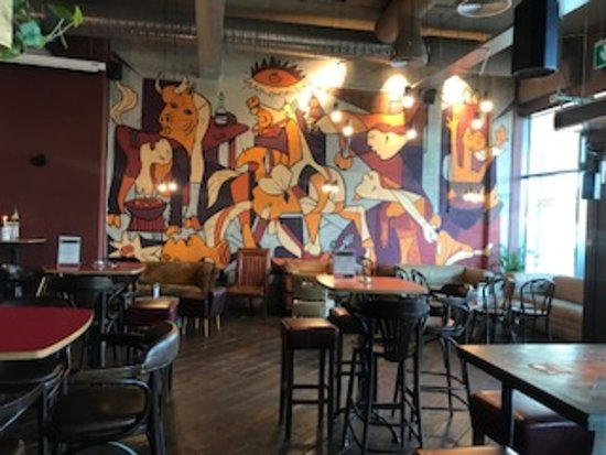 Duende Restaurant & Tapas Bar: Duende's beautiful spacious bar.