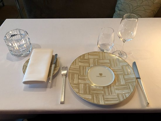 Le Taillevent: table setting