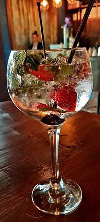 Estabulo Rodizio Bar & Grill: Bloom gin and Fever-tree elder-flower tonic with strawberries & mint
