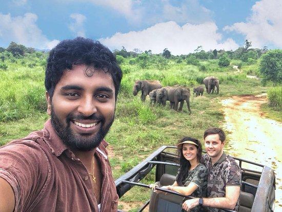 Sri Lanka Brothers Tour: Danushka (guide) and us