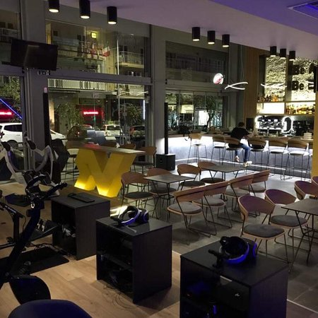 MOXX VR The Virtual Reality Cafe张图片