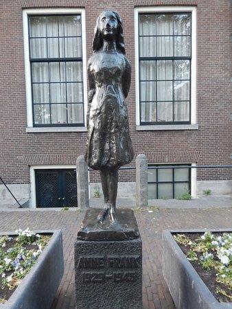 บ้านแอนน์แฟรงค์: Anne Frank