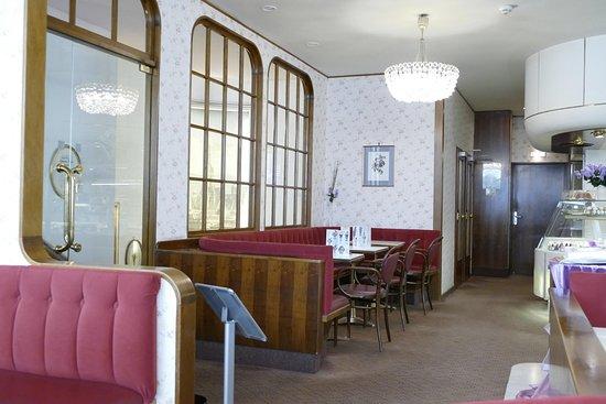 L. Heiner K.u.K. Hofzuckerbäcker: Café