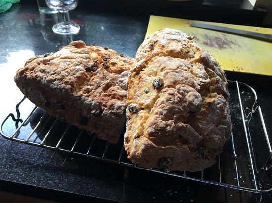 Cloghane, Ireland: Freshly baked bread for breakfast