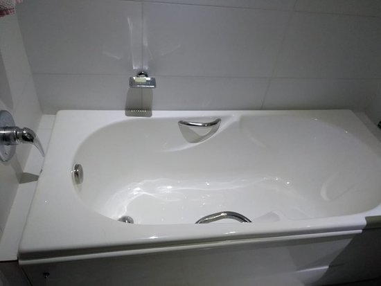 Resort Villaggio Arcobaleno: Quarto com banheira