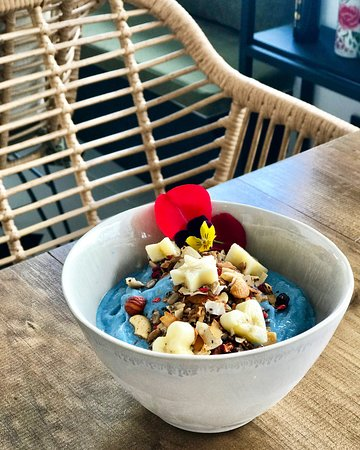 Hustle N' Flow Eatery: Blue Eyed Girl - Smoothie bowl