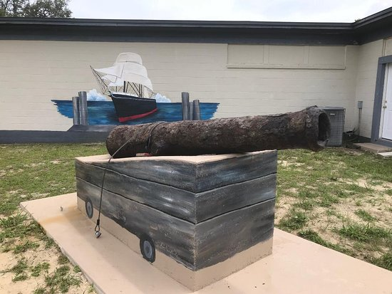 Sebring, FL: The newly mounted cannon outside the Sea Services Museum
