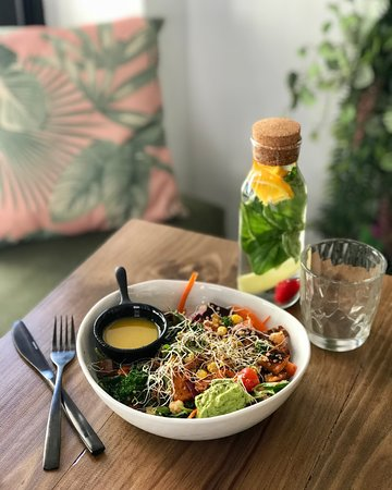 Hustle N' Flow Eatery: Create your own Salad @ Hustle n' Flow Eatery San Pedro