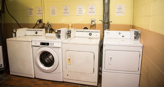 Days Inn by Wyndham Alexandria South: Guest Laundry