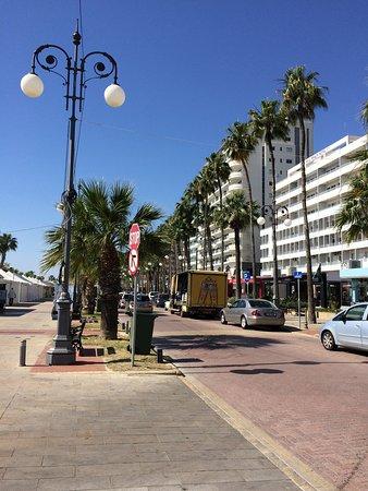 Sun Hall Hotel: promenade near the hotel