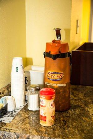 Days Inn by Wyndham Alexandria South: Lobby: All-Day Coffee