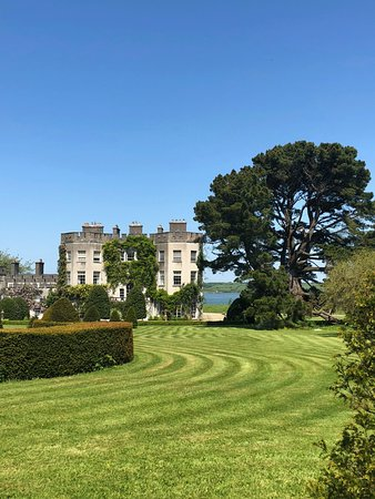 Hrabstwo Limerick, Irlandia: View of Glin Castle from the fabulous gardens