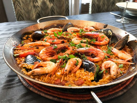 Learn to make traditional Paella with a local in Barcelona - Traveling Spoon