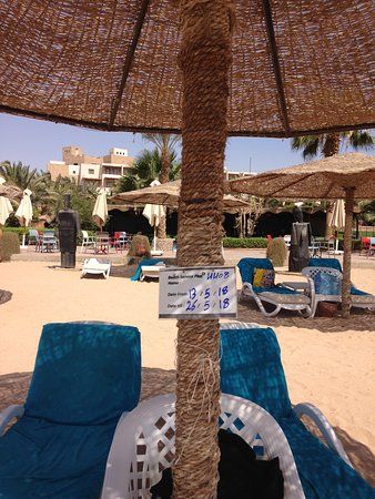Fort Arabesque Resort, Spa & Villas : Reserved sunbed with beach Bar in background