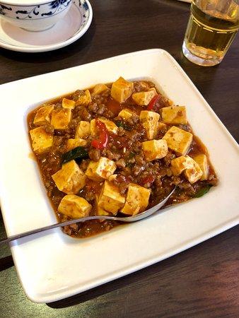 Fuyuan: Mapo Tofu (13,90€) Tofu mit Rindfleisch, frische Chilis, Koriander (麻婆豆腐)
