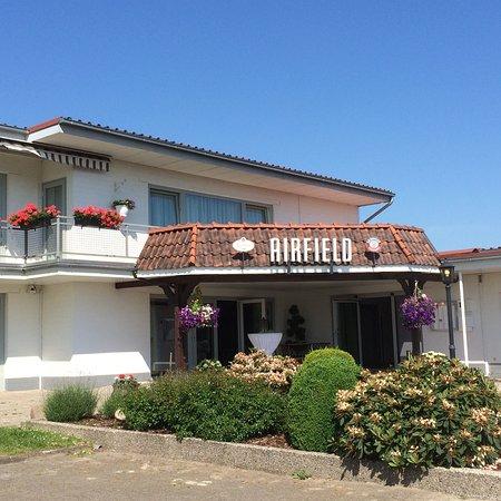 Airfield Hotel & Restaurant