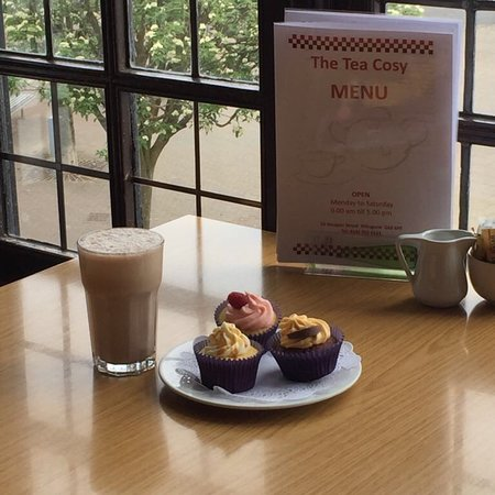 Milngavie, UK: Delicious ice cream milkshakes & Gluten Free Cup Cakes..