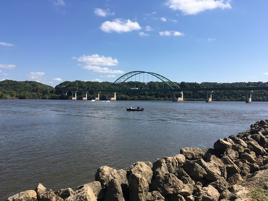 Miller Riverview Park and Campground: Dragon boat races at Miller Riverview Park - Dubuque, IA
