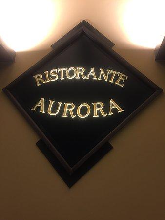 Pizzeria Aurora Sorrento: Restaurant right in Piazza Tasso