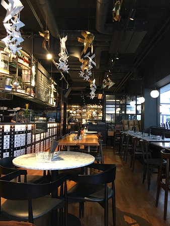 Greyhound Cafe: Restaurant
