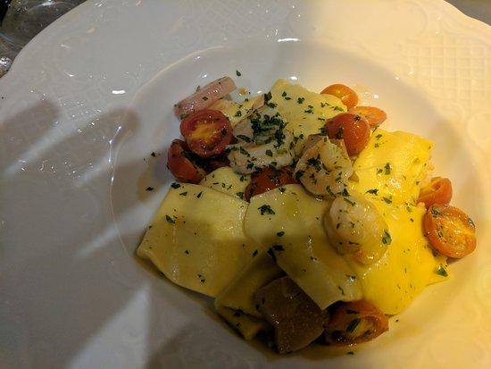 Sant' Ambrogio: Small servings